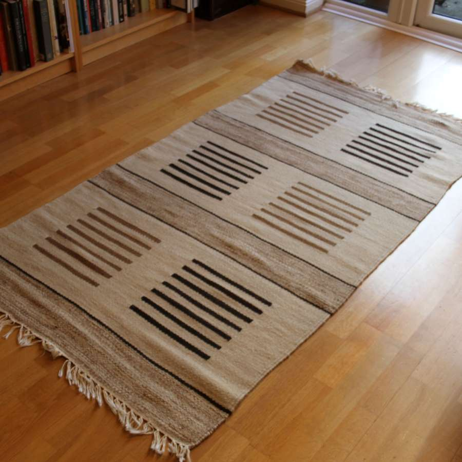Swedish beige patterned Röllakan flat weave woollen rug 1970s