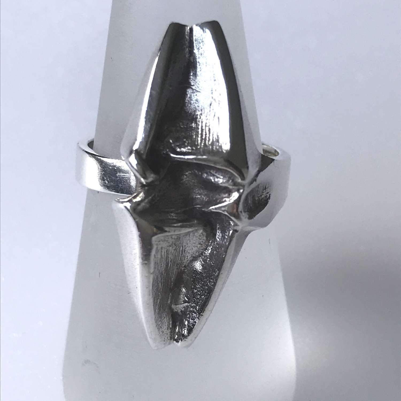 Matti J Hyvärinen silver ring with abstract design, Finland 1979