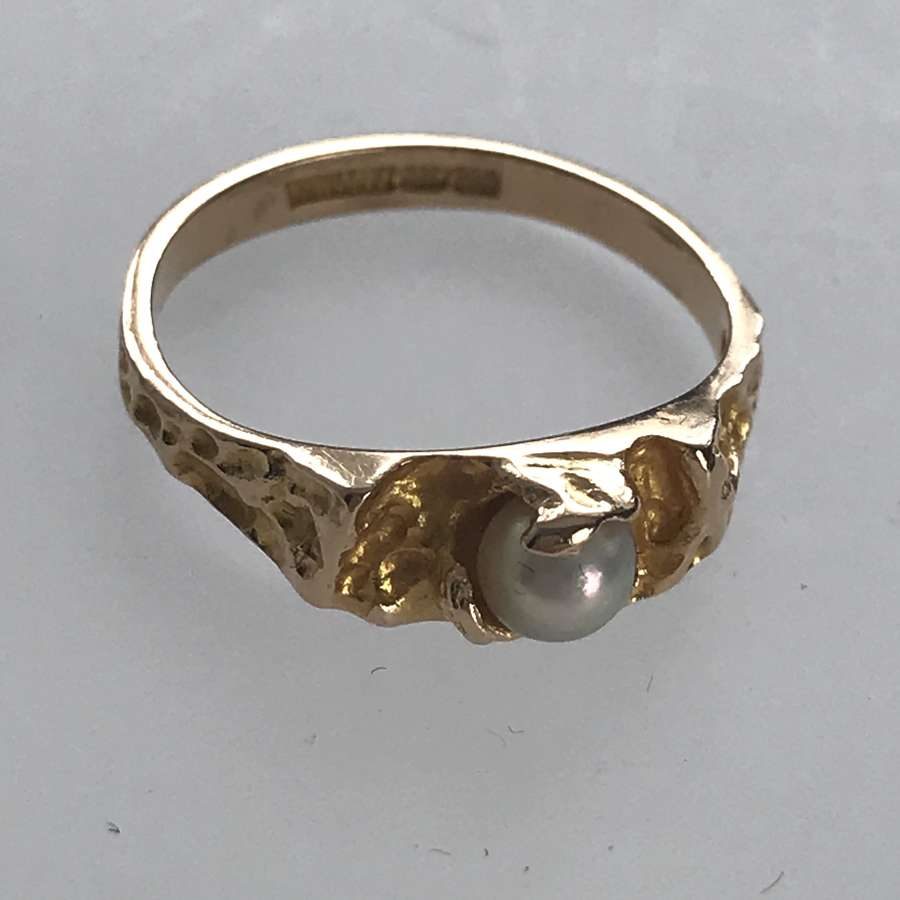 Björn Weckström Lapponia 14 ct gold ring set with a pearl