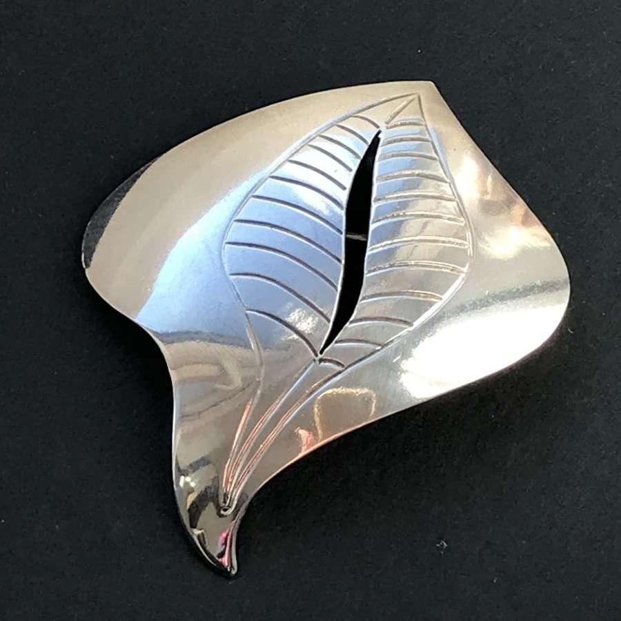 Modernist leaf-design brooch by Hugo Grün, Denmark c1960s